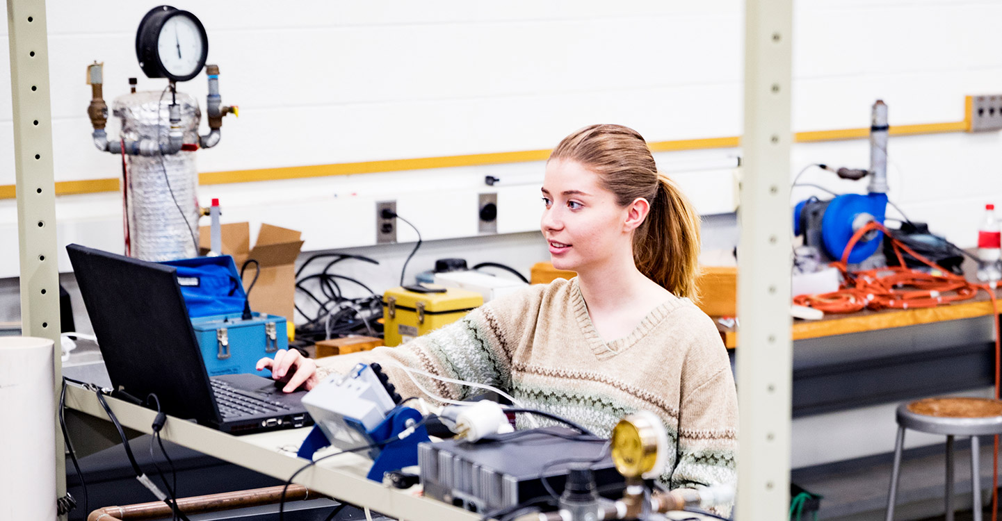 Failure Analysis Lab technician LPI a SOCOTEC Company